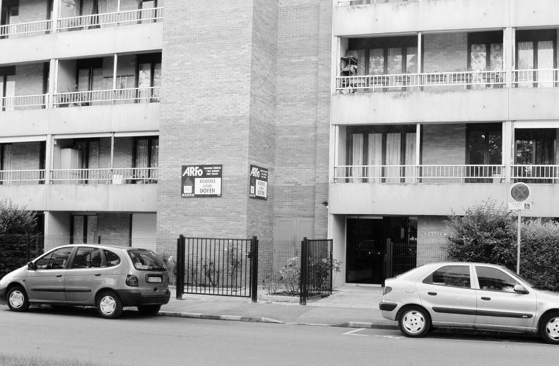 75 logements au calme entre hippodrome et eisenhower. Black Bedroom Furniture Sets. Home Design Ideas