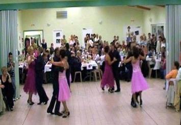 Pour apprendre les danses de base qui se pratiquent deux for Danse de salon reims