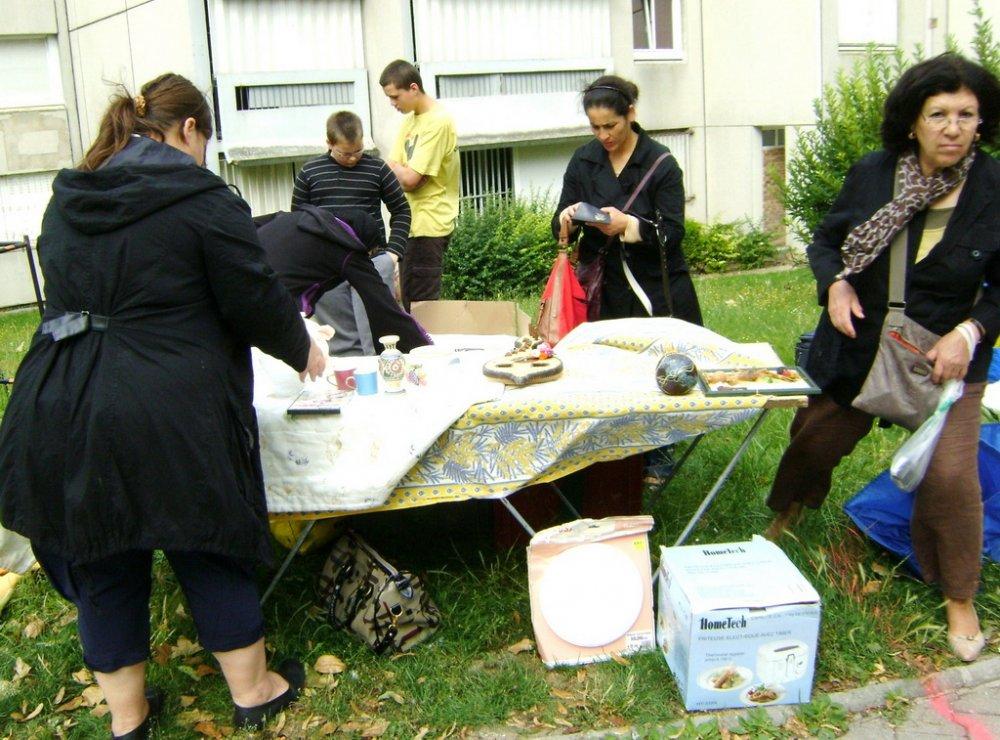 l 39 ami du quartier croix rouge de reims brocante de pays de france le 19 juin 2011. Black Bedroom Furniture Sets. Home Design Ideas